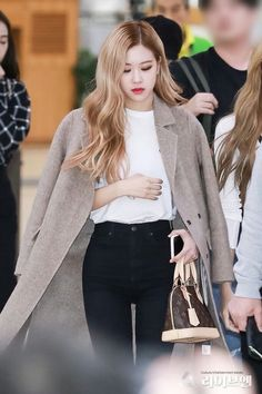 𝐛𝐥𝐚𝐜𝐤𝐩𝐢𝐧𝐤 𝐩𝐚𝐫𝐤 𝐜𝐡𝐚𝐞𝐲𝐨𝐮𝐧𝐠 𝐱 𝐟𝐞𝐦𝐚𝐥𝐞 𝐫𝐞𝐚𝐝𝐞𝐫 (! active but currently on slow updates. most impressive ranking & highest ; Blackpink Fashion, Korean Fashion, Fashion Outfits, Kpop Outfits, Cute Outfits, Jenny Kim, Kpop Mode, 1 Rose, Kim Jisoo