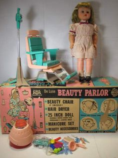 shopgoodwill.com: Vintage De Luxe Beauty Parlor Doll Play Set