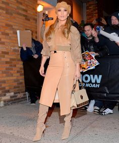 See more ideas about Jennifer aniston style, Jennifer aniston and Style. Jennifer Aniston Street Style – Leaving Her New Apple Show in Century City. Tan Boots Outfit, Winter Mode Outfits, Winter Fashion Outfits, Casual Outfits, Boot Outfits, Cozy Fashion, Fashion Clothes, Fashion Fashion, Runway Fashion