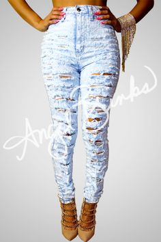 A MUST HAVE  Light Ripped Jeans