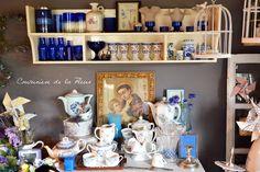 Le bleu est la tendance mariage 2014 ! Cela tombe bien : mon petit grenier, comme j'aime l'appeler, contient tout plein de jolies choses pour un mariage vintage (ou maison de famille) in blue ! Découvrez notamment dans mon showroom, une belle collection...