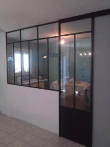 Portes coulissantes de cuisine sur pinterest rideaux de for Porte coulissante en fer