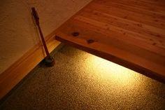 キッチン、玄関はこんな上り框(あがりかまち)が欲しい。 間接照明もいいね。