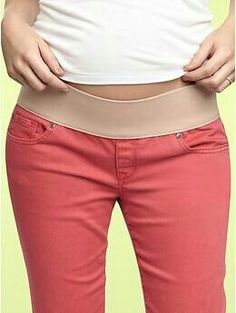 Gap& maternity jeans come in bright summer colors. Spring Maternity, Cute Maternity Outfits, Stylish Maternity, Pregnancy Outfits, Maternity Jeans, Maternity Dresses, Maternity Fashion, Maternity Style, Baby Bump Style