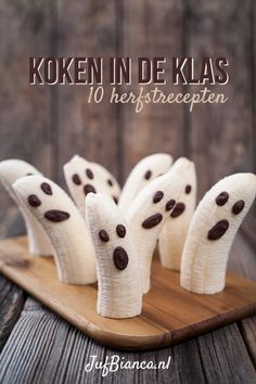 Check out these healthy Halloween recipes that you can make with your kids. Easy and simple ideas perfect for a Halloween party for kids or adults. Spooky Halloween, Halloween Snacks For Kids, Easy Halloween Crafts, Halloween Treats, Halloween Cupcakes, Halloween 2016, Halloween Fingerfood, Postres Halloween, Halloween Saludable