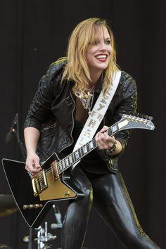 Lzzy Hale, lead vocalist, guitarist, for Halestorm. Lzzy Hale, Halestorm, Chica Heavy Metal, Heavy Metal Girl, Female Guitarist, Female Singers, Glam Rock, Women Of Rock, Estilo Rock