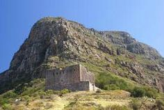 Blockhouse up against Table Mountain