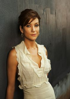 Kate Walsh, pretty much have a girl crush on her. Beautiful Celebrities, Beautiful Actresses, Most Beautiful Women, Beautiful People, Kate Walsh, Cut Her Hair, Ageless Beauty, Beauty Women, Women's Beauty