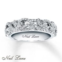 Exquisite wedding band from Neil Lane