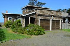 Cannon Beach Vacation Rentals: Sona Tra - is an ocean front pet friendly 3 bedrooms, 2 bath home located in Arch Cape (5 miles from Cannon Beach) http://www.visitcb.com/vacation-rental-home.asp?PageDataID=56999