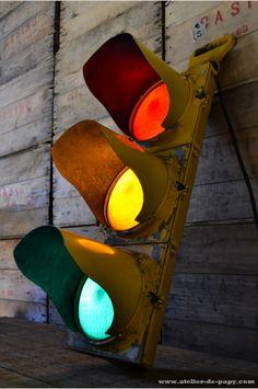 http://www.atelier-de-papy.com/4270-thickbox/feux-tricolor-americain.jpg
