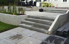 Fina trappor till trädgården Outdoor Sofa, Outdoor Furniture Sets, Outdoor Decor, Outside Stairs, Garden Stairs, Entrance Design, Backyard, Patio, Kitchen Remodel