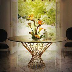 20 Stricking Dining Room Tables That Will Take Your Neighbors' Attention #diningroomideas #diningroomdecor #moderndiningroom | See more at: https://brabbu.com/blog/2016/07/20-striking-dining-room-tables-that-will-take-neighbors-attention
