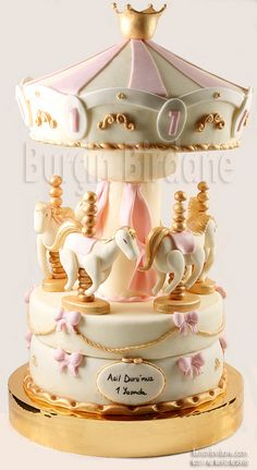 Beautiful #Carousel #Cake - Stunning! So pretty, we totally love and had to share! Great #CakeDecorating