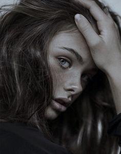 Brunette hair discovered by bubbleguumm on We Heart It Girl Face, Woman Face, Pretty People, Beautiful People, Beautiful Kids, Photo Mannequin, Portrait Inspiration, Female Portrait, Pretty Face