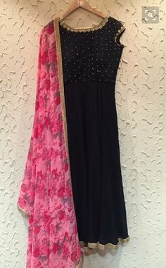 Floral pink Chunni with black kurta.emmm emm n that gota Patti.enough to drool… Salwar Designs, Kurta Designs Women, Kurti Designs Party Wear, Blouse Designs, Designer Anarkali, Indian Attire, Indian Ethnic Wear, Long Gown Dress, Dress Up