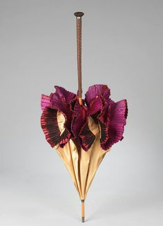 A parasol from Lyon 1890-1899. Wood, metal and silk.