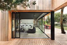 Une cabane perchée dans les arbres - Inspirations neuves Technal Design Moderne, Humble Abode, Loft, Outdoor Decor, House, Home Decor, Lifestyle, My Dream House, Rhubarb Bread