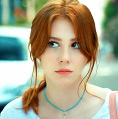 Jada Zheng 18 and friend. I'm a diva and a case 3 waitress. Stunning Redhead, Beautiful Red Hair, Beautiful Girl Image, Photographie Portrait Inspiration, Red Hair Woman, Lace Top Dress, Elcin Sangu, Red Hair Don't Care, Girls With Red Hair