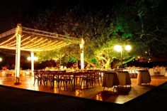 Hacienda Dzibikak - elegant wedding under the big tree
