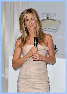 Jennifer Aniston Medium Layered Cut - Jennifer Aniston Shoulder Length Hairstyles - StyleBistro #shoulderlengthhairwithbangs