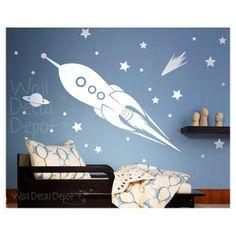 De Muursticker ruimteraket bevat:- 1 raket�- 1 komeet- 58 sterren in verschillende maten- Teststicker- Plakinstructies(Typ je kleurkeuze in het textvlak onderaan)Afmetingen: raket: 2m H x 50cm B