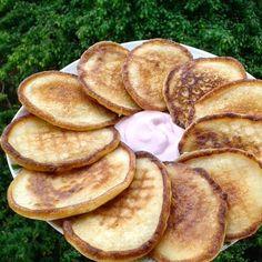 Доброе утро, мои хорошие #завтрак оладушки (кукурузная мука, яйцо, сах.зам, немного кефира...все ингредиенты давала на глаз☺)