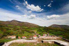 El pueblo de Amaiur desde el Castillo de Amaiur Maya Ruta de los Castillos y Fortalezas de Navarra España 640x426 Ruta de los castillos de Navarra