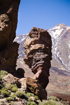 Climb a real volcano. (Done Summer, Teide volcano on Tenerife in the Canary Islands) Places In Spain, Places To Visit, Parc National, National Parks, Wonderful Places, Beautiful Places, Station Balnéaire, Canary Islands, Madrid