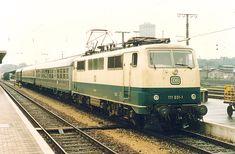 111 031 with a Silberling Bnb 720, a Mitteleinstiegswagen AByl 411 and a Umbauwagen BDyg 531 01.08.1986 in Augsburg Hbf.