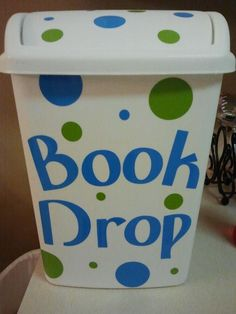 I could have a Book Drop for the classroom library.when students finish a book they put it in the book drop. A classroom job could be librarian and that student could put the books away. 4th Grade Classroom, Classroom Setup, Classroom Design, Kindergarten Classroom, Future Classroom, Classroom Libraries, Classroom Jobs, Book Boxes Classroom, Classroom Reading Area
