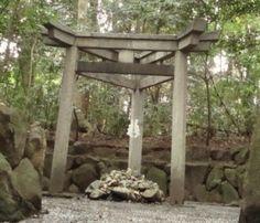 神社の鳥居の意味。朱色の理由は?形の種類やくぐり方 | 季節お役立ち情報局
