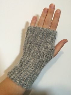 Crochet accessories 321796335850295568 - tuto mitaines hyper simples point mousse Source by florecnd Knitting Blogs, Loom Knitting, Knitted Gloves, Loom Patterns, Knitting Patterns, Scarf Patterns, Crochet Arm Warmers, Loom Scarf, Ideas