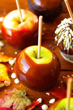 sweetoothgirl:     Perfect Caramel Apples - Stay Spooky 🕸 | blackkittymeeow
