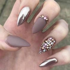 Metallic nail art designs provide the source of fashion. We all know now that metallic nails are shiny and fashionable and stylish. Silver metallic will enhance your overall appearance. These silver metallic nails are sure to be eye catching. Metallic Nails, Matte Nails, Red Nails, Stiletto Nails, Acrylic Nails, Gold Glitter, Metallic Gold, Coffin Nails, Matte Almond Nails