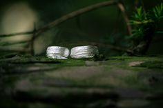 All green: wedding ring | Dein Hochzeitsblog | green Wedding Inspiration | www.deinhochzeitsblog.com