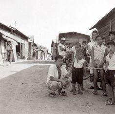 Emmanuelle Riva(エマニュエル・リヴァ)はフランス出身の女優さんで、代表作には「二十四時間の情事」という作品があります。  そのエマニュエル・リヴァが1958年に二十四時間の情事のロケで広島に訪れた際に撮影したという写真がとてもステキなのです。