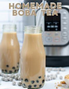 How to make homemade boba tea in your Instant pot! Stove top instructions included via @mommakesdinner Easy Drink Recipes, Tea Recipes, Coffee Recipes, Easy Dinner Recipes, Easy Meals, Boba Tea Recipe, Boba Pearls, Bubble Tea Shop, How To Make Homemade