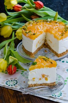 Cheesecake cu ananas si mango este un desert pe care il puteti pregati cu orice ocazie pentru ca este delicios si foarte usor de pregatit. Mango, Dessert Recipes, Desserts, Cheesecakes, Feta, Biscuit, Panna Cotta, Chips, Food And Drink
