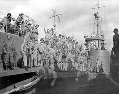 Unidades do 2° Escalão da FEB desembarcam na Itália. Nápoles, 1944. (CPDOC/ HB foto 062/18)