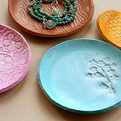 Easy (and fun) to make clay dishes to hold jewelry, coins, or keys. So cute and now that i got a clay recipe i can personalize it even more!