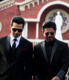 Dilwale (2015) Dilwale 2015, Shahrukh Khan, Pilot, Aviation, Bollywood, Mens Sunglasses, Quotes, Fashion, Quotations