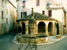 Mollans-sur-Ouvèze: La fontaine et le lavoir - France-Voyage.com