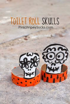 Toilet paper roll skulls- great Halloween or Dia De Los Muertos craft! #Halloween #sugarskulls