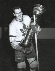 Syl Apps won a cup with Toronto in 1942.