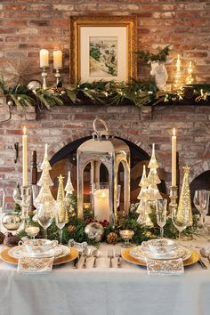 27 Stylish Modern Thanksgiving Mantel Decor Ideas You& Love : Page 7 of 27 : Creative Vision Design Christmas Table Settings, Christmas Tablescapes, Christmas Mantels, Christmas Table Decorations, Holiday Tables, Decoration Table, Christmas Home, Christmas Holidays, Christmas Trees
