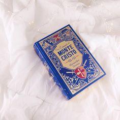 Uma das melhores compras que fiz em dezembro foi esse livro  Edição linda que custou apenas 11 reais hehe ✨