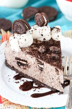 This No Bake Oreo Cheesecake is not only quick and easy to throw together, it's packed with Oreos! In fact, depending on how crazy you want to get, you will need more than 1 package of Oreos for this baby. *post updated 10/22/16 You see, I'm the kind of gal that when you tell me …