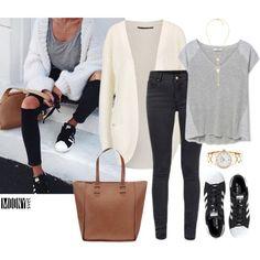 kremovy sveter sive dzinsy