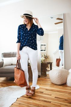 dark top with white jeans and brown sandals. cute look for spring? 5 Days with Golden Tote / kendi everyday How To Wear White Jeans, White Jeans Outfit, White Pants, White Denim, Denim Outfit, Spring Summer Fashion, Spring Outfits, Autumn Fashion, Spring Wear